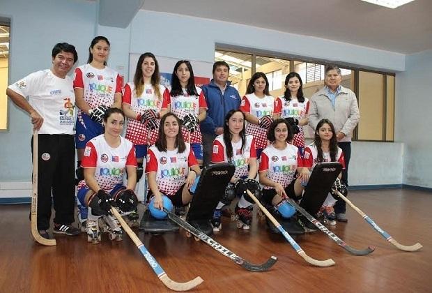 Entre las actividades de Las Marcianitas en la Primera Región realizaron una visita al director regional del IND.
