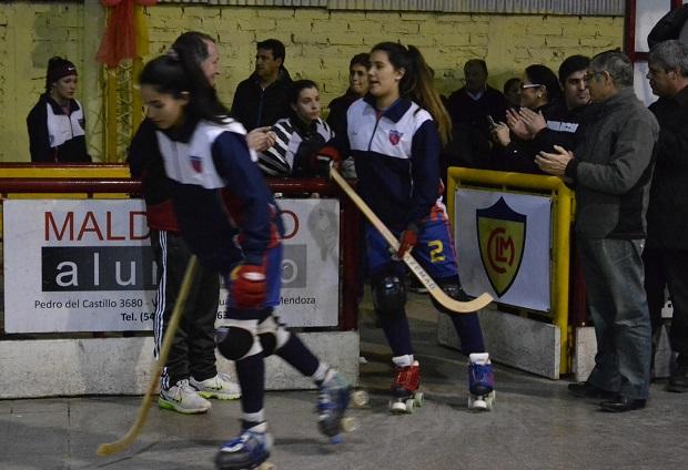 Cata Flores luce en la camiseta de Andes Talleres el número 2.