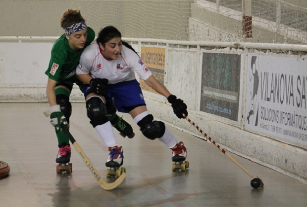 Francisca Donoso marcó doblete ante el Vilanova. (crédito foto: mundialdehockeypatiniquique2016.org)