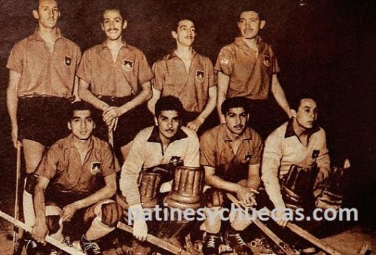 Mario Finalterri, segundo de derecha a izquierda en la fila de arriba, con la Roja mundialista de 1955.