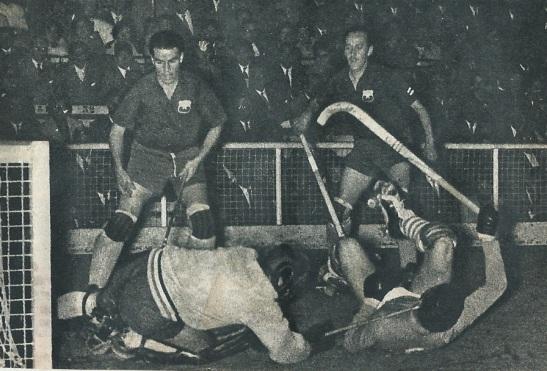 Chile vs. Italia, en el Gimnasio Nataniel por el Mundial de 1962. Fue la primera cita planetaria de los patines y chuecas en nuestro país.