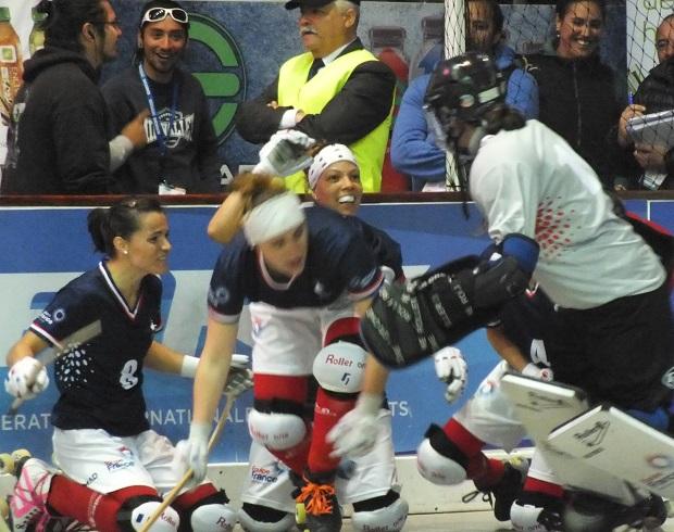 La celebración francesa más que justificada. Dieron vuelta el marcador para instalarse en las semifinales. (crédito foto: Sergio Contreras S.)