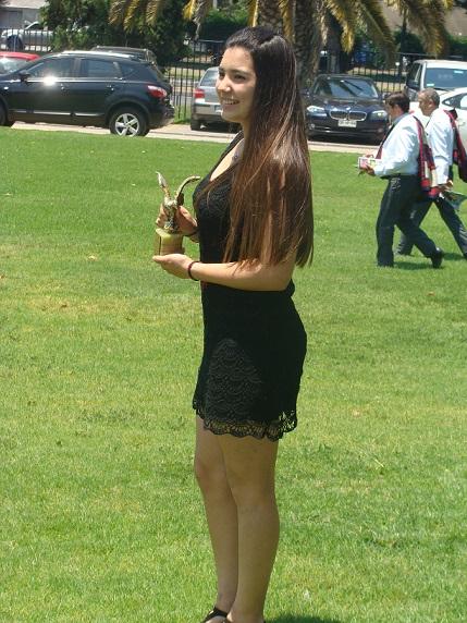Al margen de lo deportivo, los reporteros presentes en la ceremonia incluyeron a Cata Flores como una de las que se lució con su presencia.