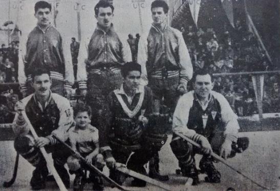 Elías Reyes, hincado al extremo derecho de la foto, encabezó la revolución hockística de la UC a partir de 1950.