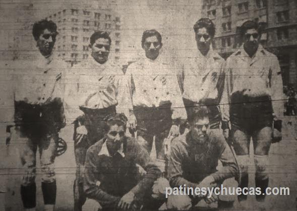 Colo Colo, campeón 1947. Arriba, de izq a der: Hugo del Castillo, Efraín Campusano, Ramón Méndez, Enrique Castro y Raúl del Castillo. Abajo, los porteros Carlos de la Fuente y Armín Echagüe.